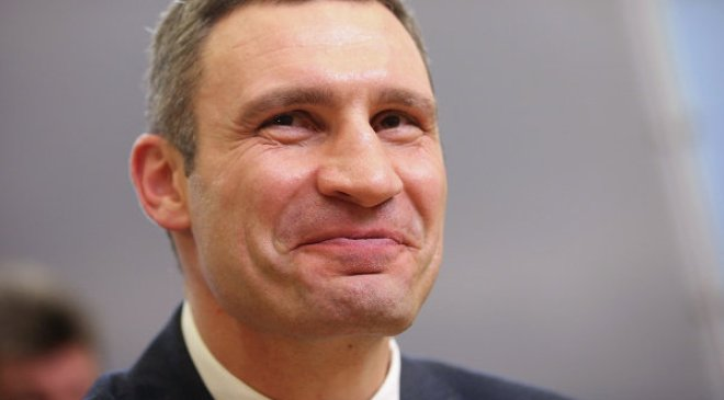 На Майдані у фонтанах позеленіла вода - image klychko-vitali on http://kyivtime.co.ua