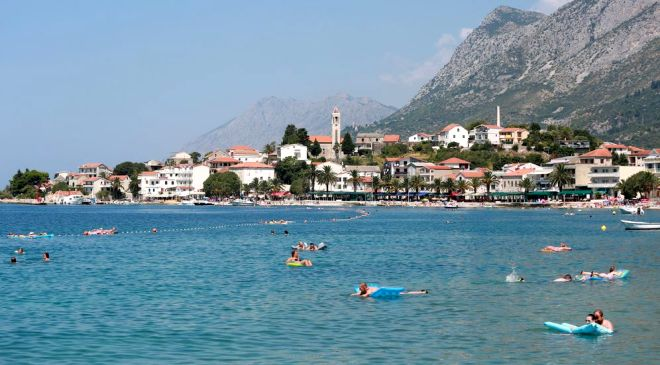 Новорічне містечко в Бучі - image makarska-rivijera on https://kyivtime.co.ua